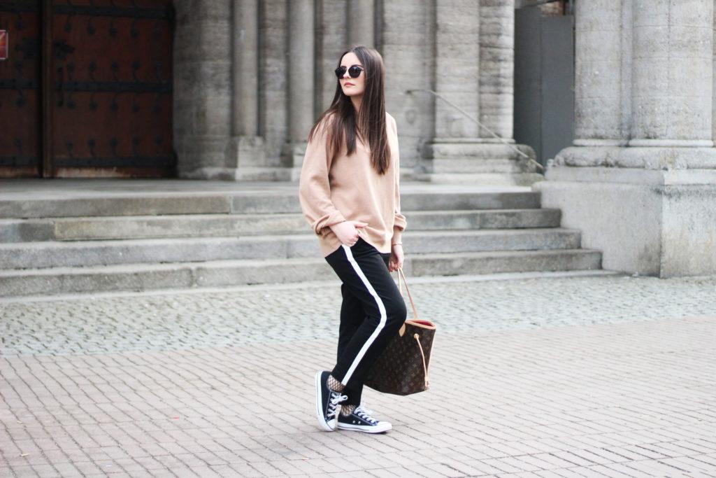 04 Netzstrumpfhosen Trend Outfit Vertikal