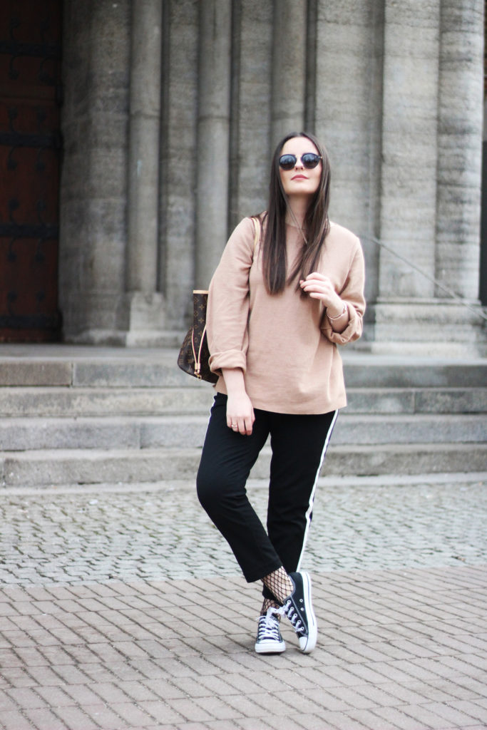 05 Netzstrumpfhosen Trend Outfit Ganzkörper